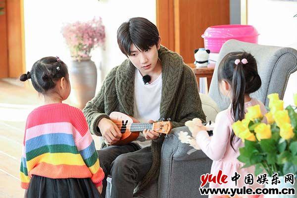 《青春旅社》王源变魔术收获小粉丝:邻家大哥哥就是这么暖!资讯生活